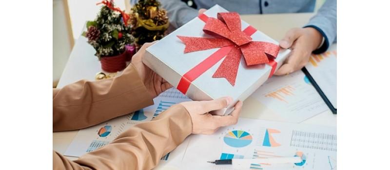 I regali aziendali più assurdi e strani mai fatti dai datori di lavoro ai propri dipendenti